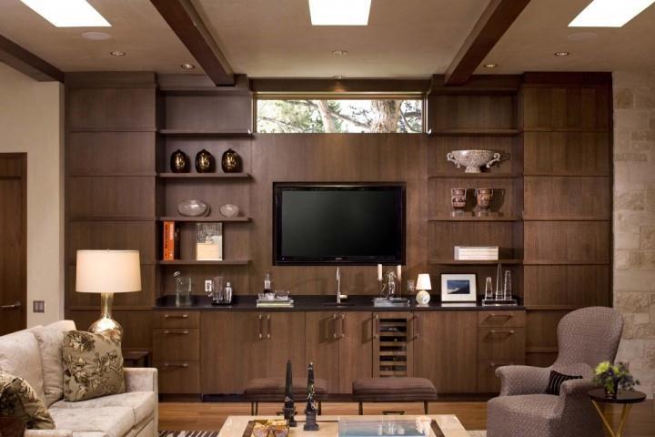 Trang trí phòng khách bằng tủ âm tường